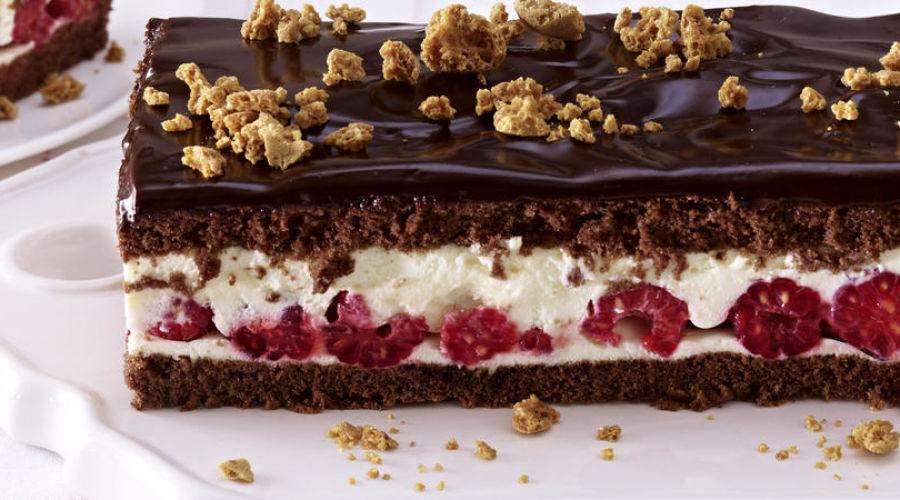 Шоколадный торт с амаретто и малиной
